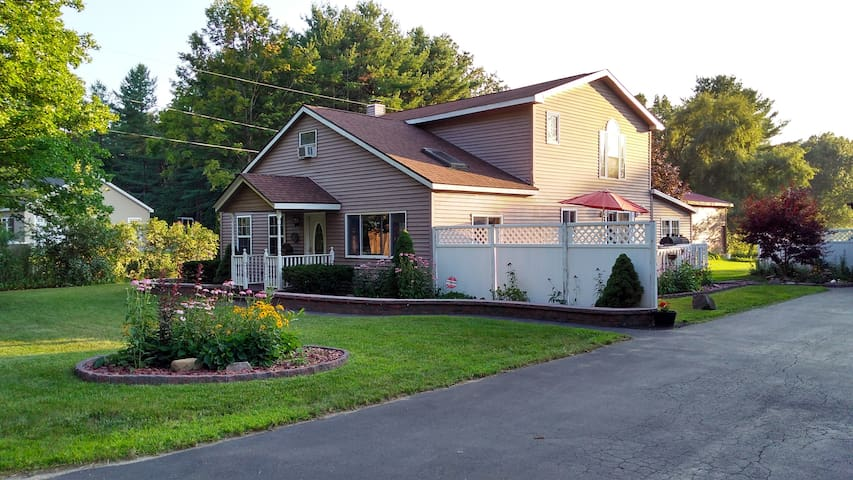 Great Saratoga Location-Easy ride to Attractions