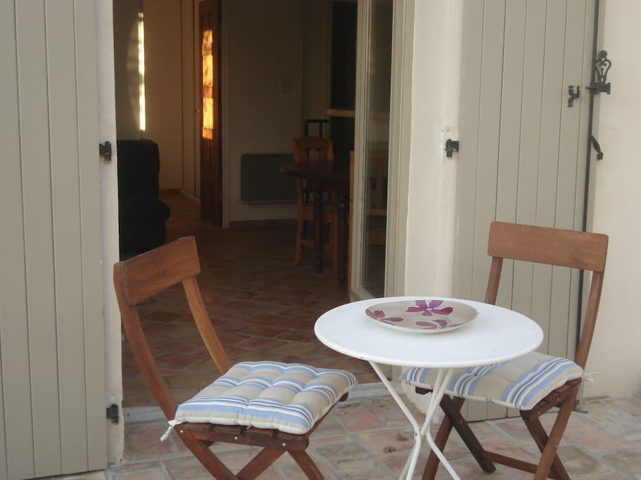 possibilité de déjeuner sur votre terrasse privée