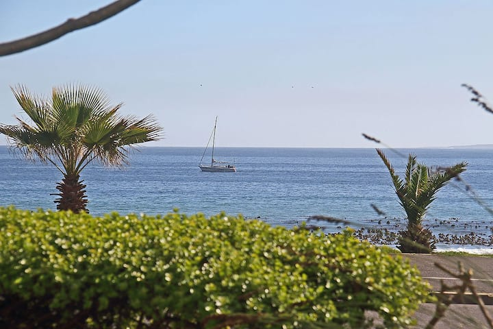 Beachfront 1 bedroom Self Catering Apartment