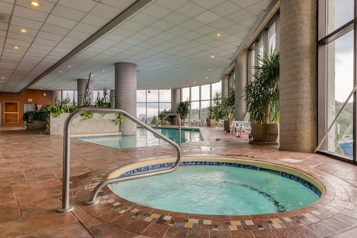 Luxurious mountain condo with stunning views, shared indoor pool & hot tub