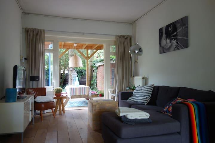"""""""Klaaikloetje"""" house + garden, near centre"""