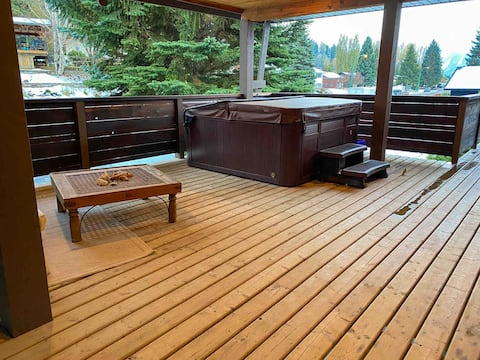 HotTub,Mountain Views,5 Min to Downtown,Sleeps 6