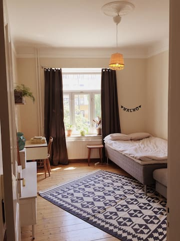 Big room in a lovely apartment, best neighbourhood