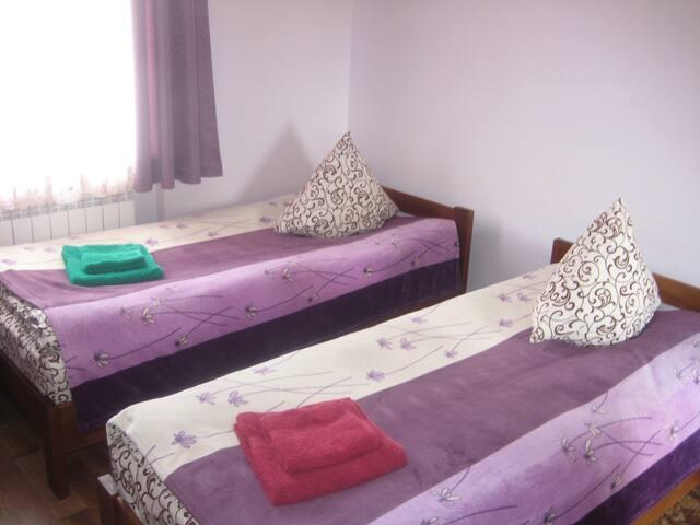 Отдельная комната в усадьбе с двумя кроватьями