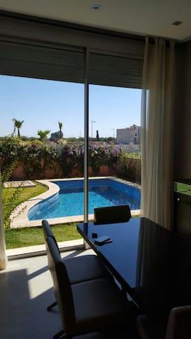 Agréable villa avec piscine - Marrakech - House