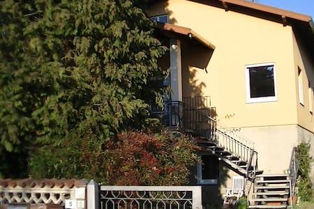 lago Maggiore (Angera),appartamento con giardino. - Angera - 公寓