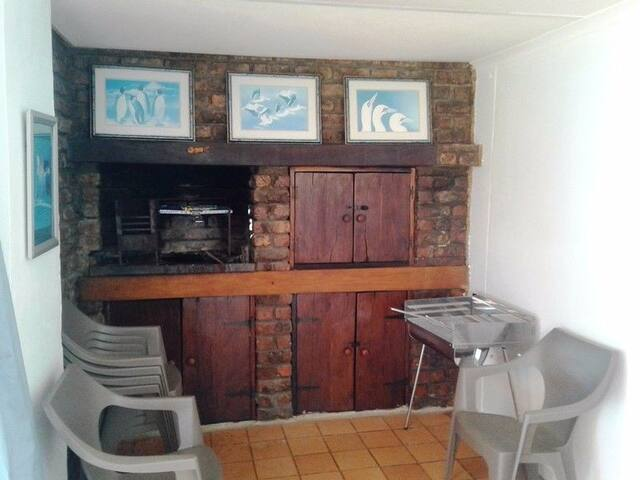 Valdi's Beach Cottage - Self catering Beachfront. - Saint Helena Bay - House