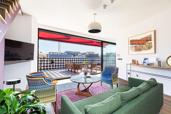 3-bed flat w/ 2 terraces in Hackney, East London