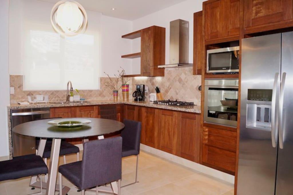 V177 304  Kitchen