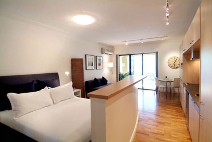 Sydney East: Potts Point studio with balcony - Potts Point - Apartamento