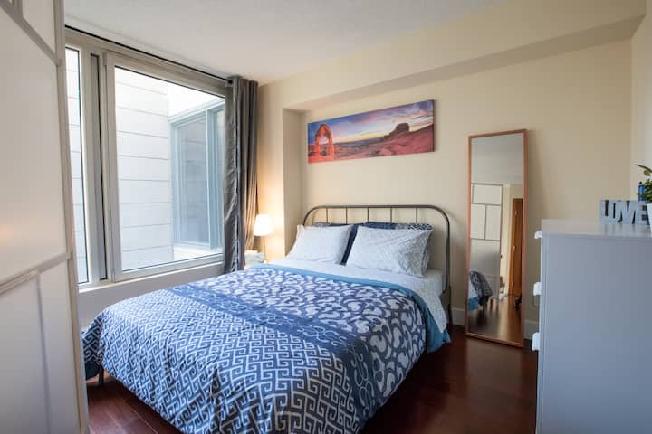 Condo Perfectly Located to enjoy Montreal!