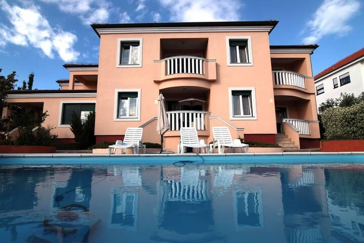 Pool House for 16-22people close to Zrce Beach - Novalja - Villa