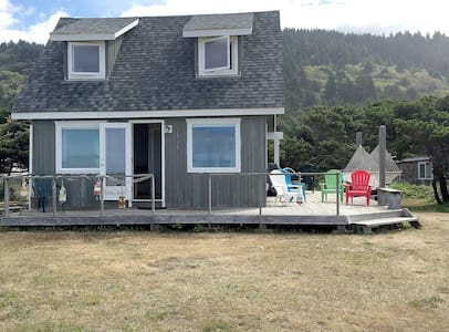 Oceanfront Bungalow w/Beach Access On Oregon Coast - クローバーデール - 一軒家