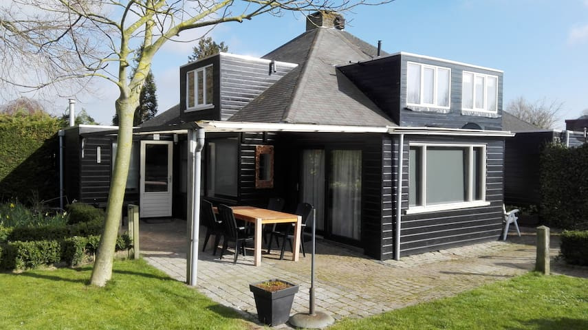 Ruim huis (95 m2)  met mooie afgesloten  tuin