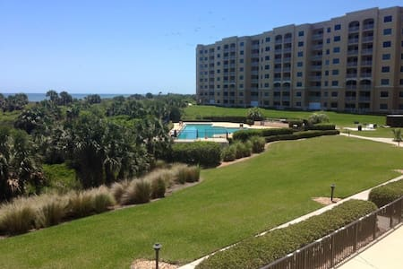 FALL DEAL!!   Oceanfront Condo for Six!!!! - Lyxvåning