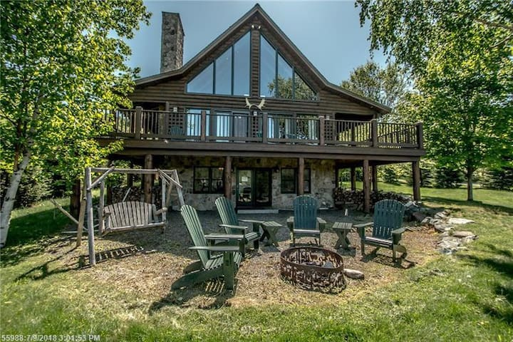 Brown Family Lodge - Wonderful rental for a large family on Rangeley Lake