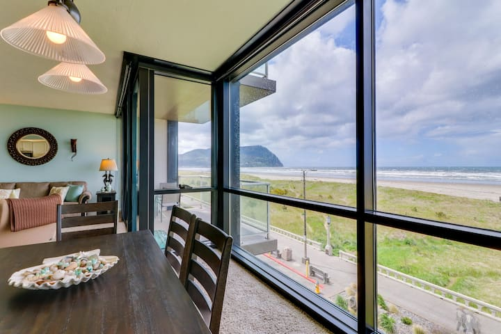 Renovated oceanfront condo w/ gorgeous views & shared pool - walk to the beach!