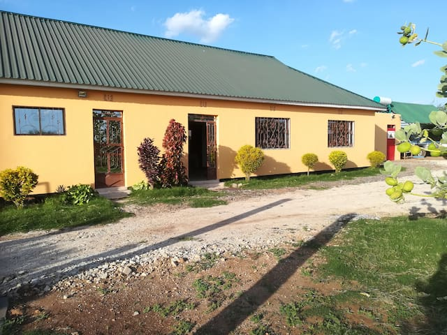 Makuyuni solar house