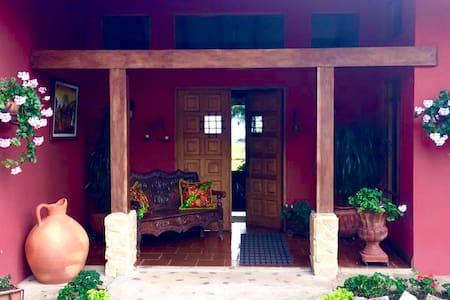 Cozy, elegant home surrounded by panoramic views - Cartago - Rumah