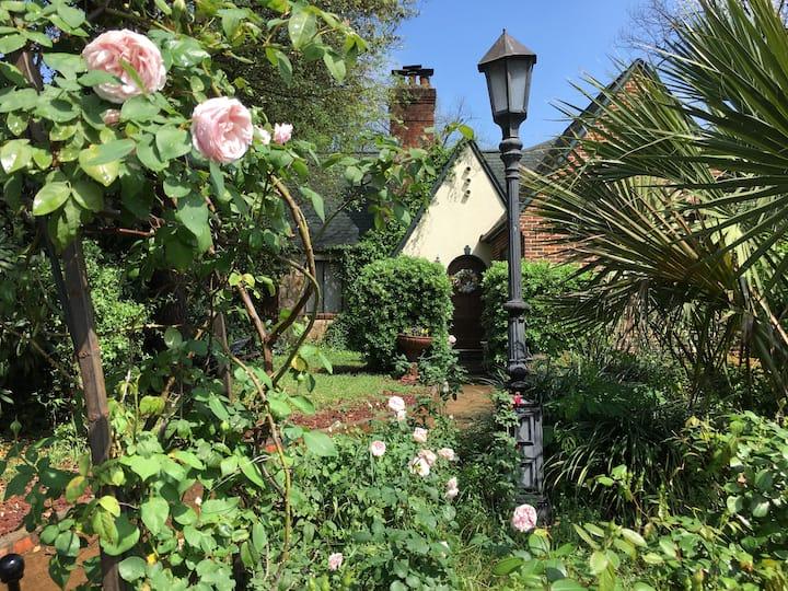 Parrots' Hilton Studio at the Enchanted Cottage