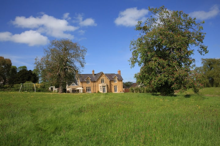 Guest wing of elegant country house near Bruton