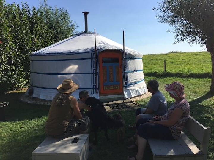 Prachtige yurt aan winterdijk IJssel op 't Hofke