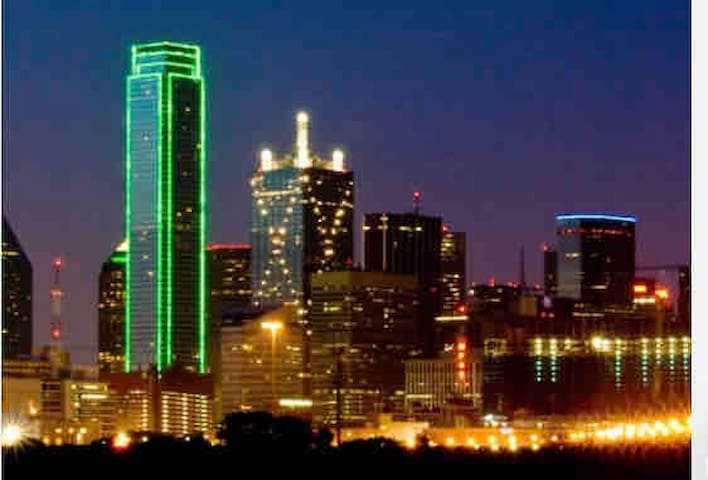 Downtown Dallas ! Long stays are welcome!