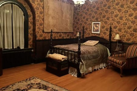 The Armor Room (at The Victorian) - Northbridge - Rumah