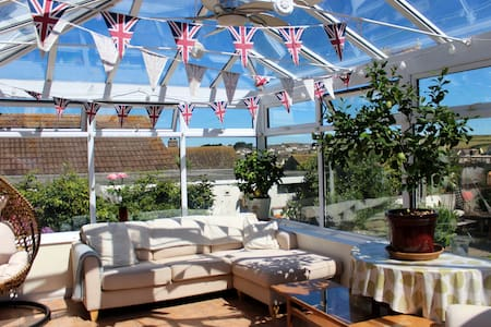 Lovely, airy home and garden 5 mins from beach - Porthleven