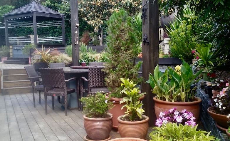 Friendly Natives, Birdsong & Garden Space - Riverhead - บ้าน