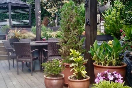 Friendly Natives, Birdsong & Garden Space - Riverhead