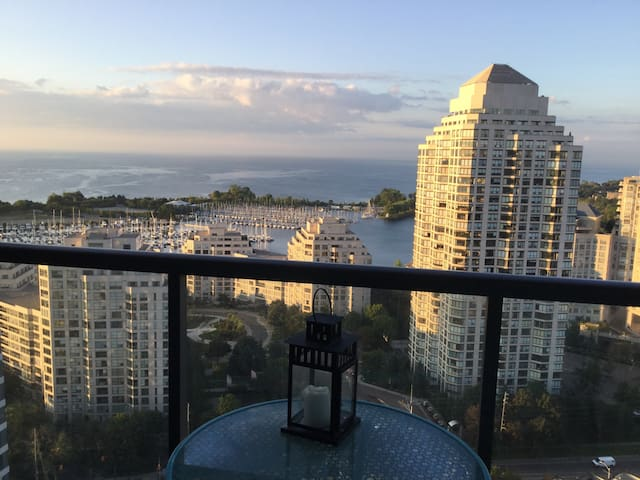 Large 2bd condo with lakeview - Toronto - Wohnung
