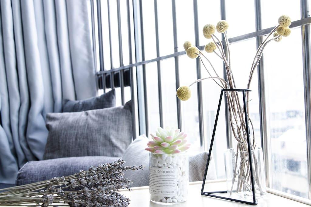 卧室超大飘窗,在一个悠闲的下午放空一会儿吧