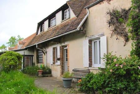 Maison campagnarde - Montacher-Villegardin