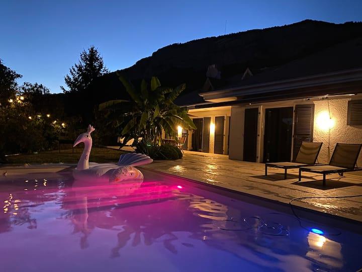 Villa avec piscine vue montagne