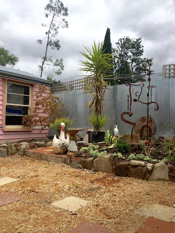 The Pink House - Castlemaine - บ้าน