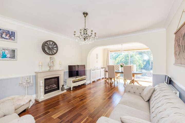 Beautiful secluded 4 bed London House with Garden