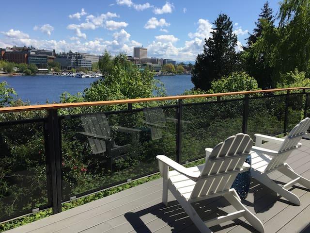 Beautiful 2 Bed with Portage Bay + UW Campus Views