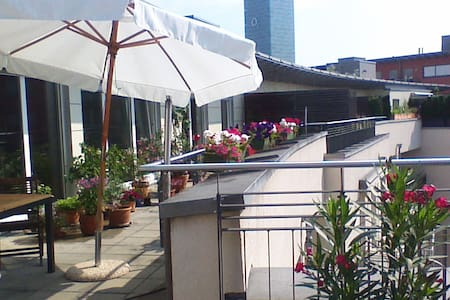 Gästezimmer mit Büroausstattung und Dachterrasse - Munique