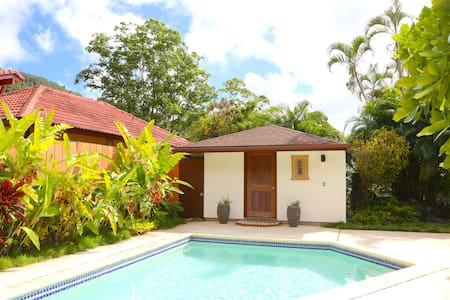 Mountain View Pool Cottage in Hawaiian Valley