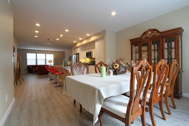 Luxury condo in town green Windsor - Windsor