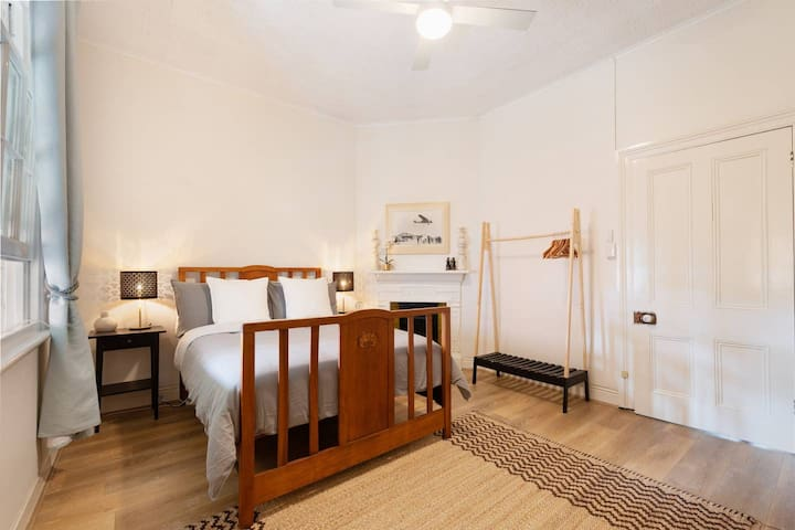 Two Bedrooms close to Harbour Bridge & Opera House