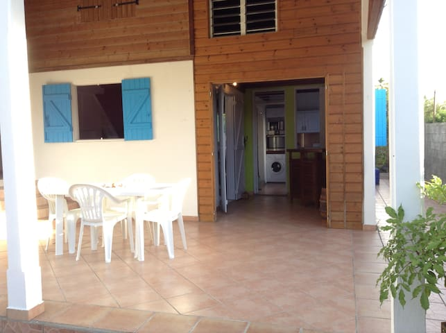 Jolie maison créole à la campagne - GP - Dom