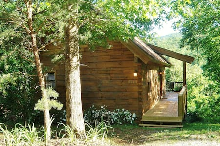 Cute Little Log Cabin for Rent - Lake Lure - Kulübe