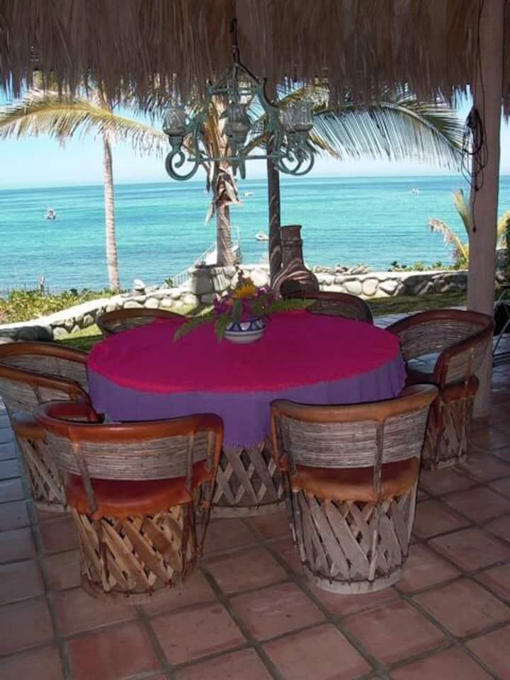 Tropical Beach Home - 4 en suites- rent by room