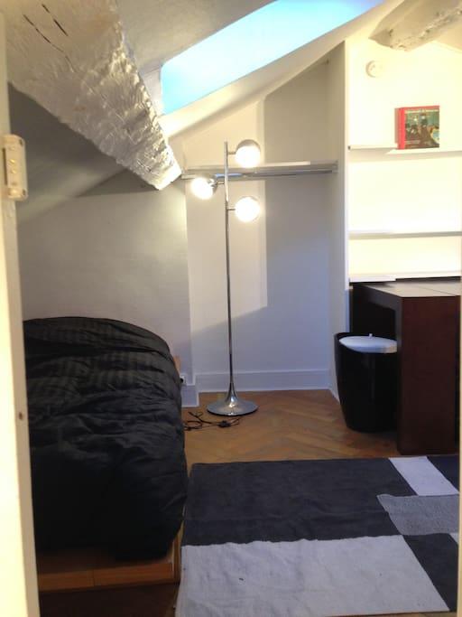 cozy mansard studio in the heart of paris apartments for rent in paris le de france france. Black Bedroom Furniture Sets. Home Design Ideas