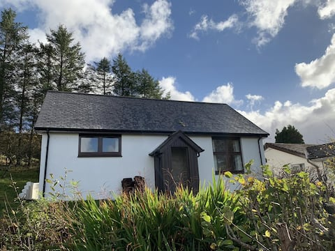 2 Bedroom Cottage with stunning Loch views