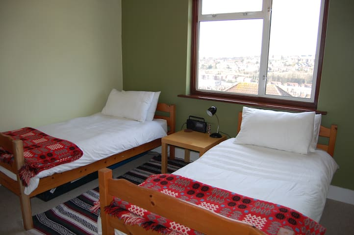 Twin room, own bathroom. Great view.