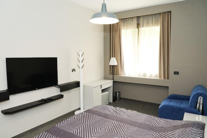 Self Check-In Studio in Saifi for your Staycation