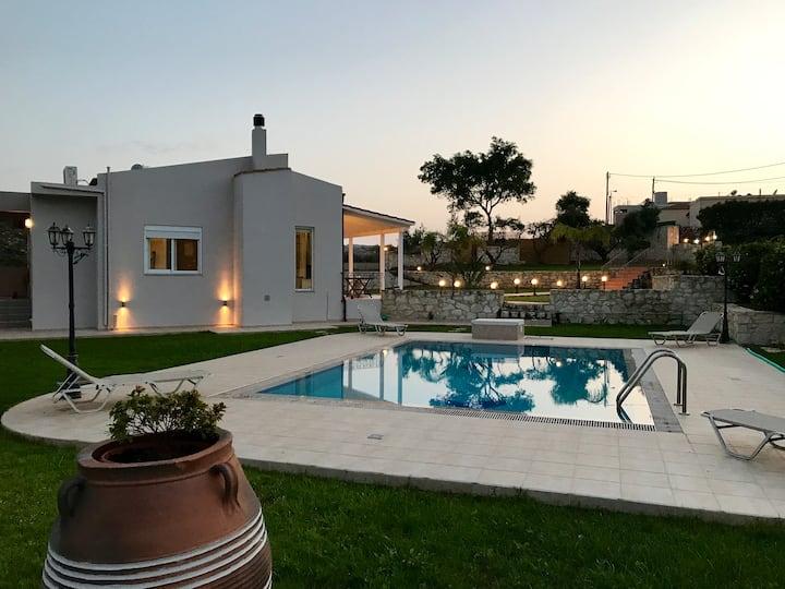 THE WELL, big garden, shared pool, near beaches